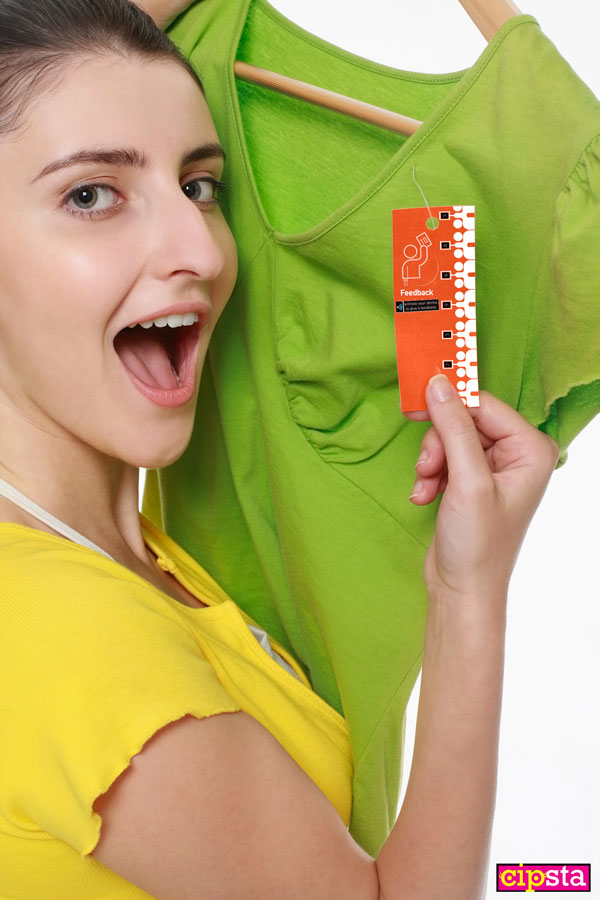 Etichetta di un vestito che permette di essere individuato e giudicato